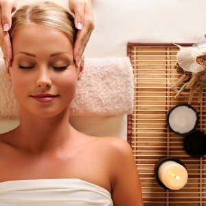 Facial treatment and full body aromatic massage in Barcelona