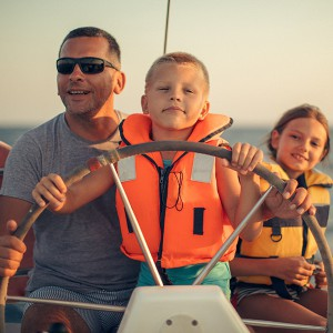 Private sailing excursion for families in Barcelona