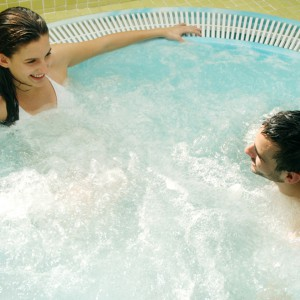 Jacuzzi, fruit brochette, cava and chocolates for two in Arroyo de la Encomienda (Valladolid)