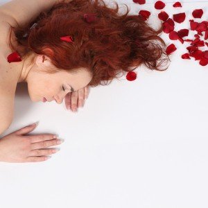 Facial massage of roses + hands and legs massage in Madrid