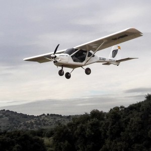 Fly a light aircraft in Villanueva del Pardillo (Madrid)