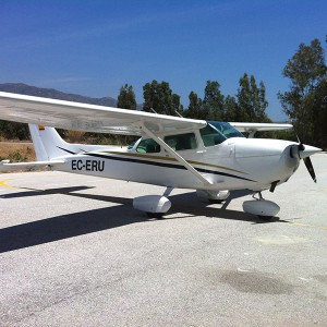 Fly a light aircraft (with guest) in Vélez-Málaga (Málaga)