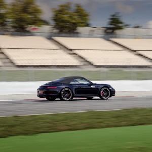 Porsche 991 driving in Sevilla 1,5km (Sevilla)