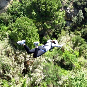 Bridge Swinging for groups in Sant Sadurní d'Anoia (Barcelona) - minimum 3 people