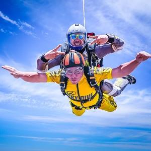 Skydiving - Jump between 1/6/19 and 31/8/19 in Bollullos de la Mitación (Sevilla)