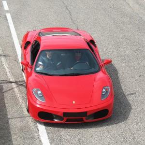 Ferrari en carretera en La Palma del Condado (Huelva) - 11 km