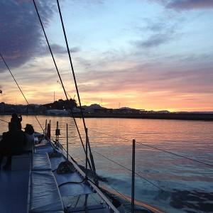 Puesta de sol en barco de vela en Denia (Alicante)