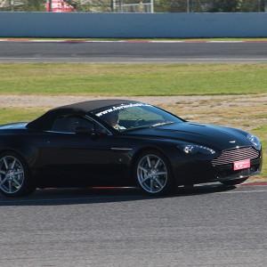 Conducir un Aston Martin Vantage en circuito en Montmeló Escuela 1,7km (Barcelona)