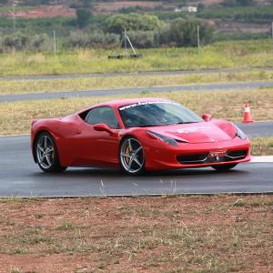 Conducir un Ferrari 458 Italia en circuito en Chiva 1,6km (Valencia)