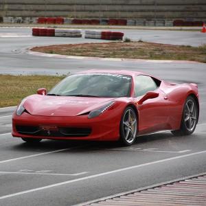 Conducir un Ferrari 458 Italia en circuito en El Jarama 3,8km (Madrid)