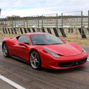 Conducir un Ferrari 458 Italia en circuito en Los Arcos 3,9km (Navarra)