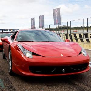 Conducir un Ferrari 458 Italia en circuito en Monteblanco 2,7km (Huelva)