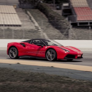 Conducir un Ferrari 488 en circuito en Montmeló GP 4,7km (Barcelona)