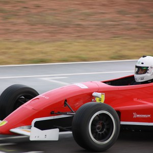 Conducir un Fórmula 2.0 en circuito en Monteblanco 2,7km (Huelva)