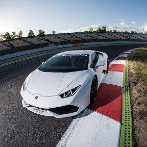Conducir un Lamborghini Huracán en circuito en El Jarama 3,8km (Madrid)