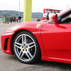 Copilotaje Extremo de Ferrari en circuito en El Jarama 3,8km (Madrid)