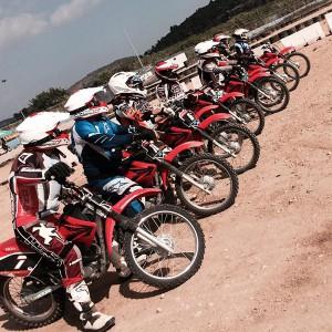 Curso de conducción de moto en tierra en Cheste (Valencia)