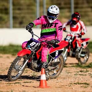 Aprende a conducir una moto de marchas desde cero en Cheste (Valencia)