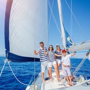 Salida privada familia en velero en Barcelona