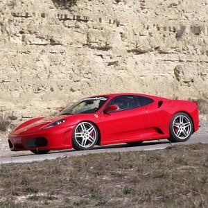 Ferrari en carretera en Brunete (Madrid)