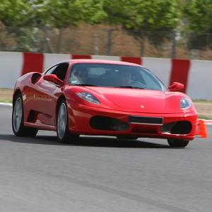 Ferrari en carretera en Calafat (Tarragona)