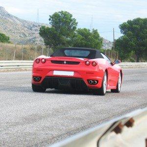 Ferrari en carretera en Campillos (Málaga)