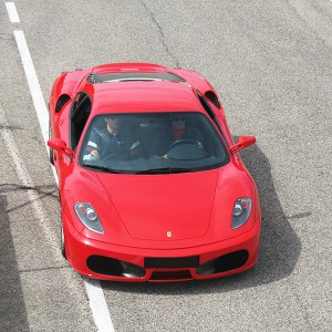 Ferrari en carretera en La Palma del Condado (Huelva)