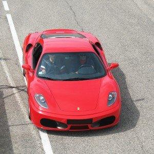 Ferrari en carretera en Los Arcos (Navarra)