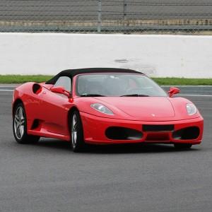 Ferrari en carretera en Vic (Barcelona)