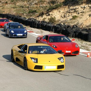 Ferrari + Lamborghini en carretera en S.S. de los Reyes (Madrid)