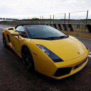 Lamborghini en carretera en Cheste (Valencia)