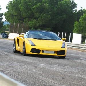 Lamborghini en carretera en La Palma del Condado (Huelva)