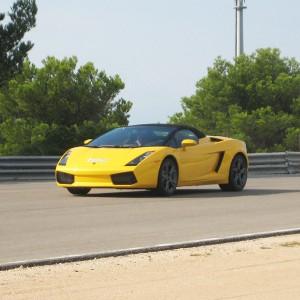 Lamborghini en carretera en Los Arcos (Navarra)