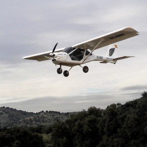 Pilotar una avioneta ultraligera en Villanueva del Pardillo (Madrid)