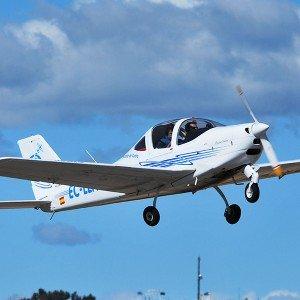 Pilotar una avioneta ultraligera en Navalcarnero (Madrid) - volar de lunes a viernes hasta el 31/8/2019